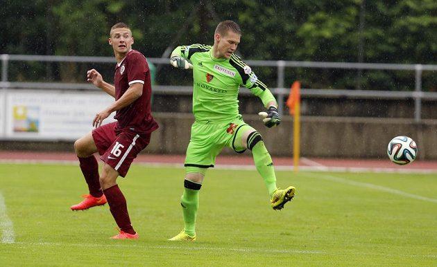V minulé sezóně spoluhráči, teď soupeři. V souboji sparťan Pavel Kadeřábek a Tomáš Vaclík, nyní brankář Basileje.