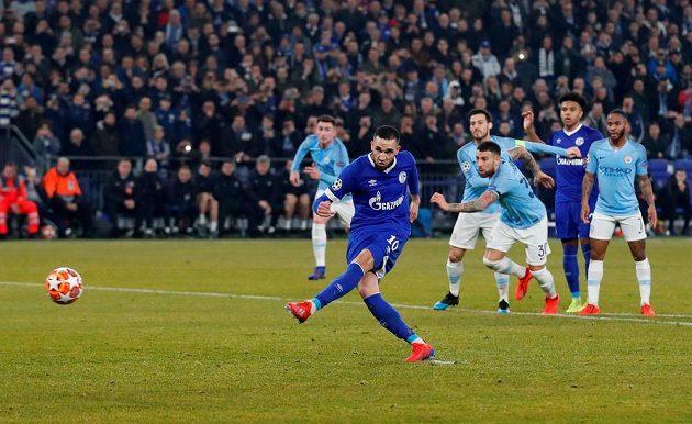Nabil Bentaleb ze Schalke 04 se z penalty nemýlil.