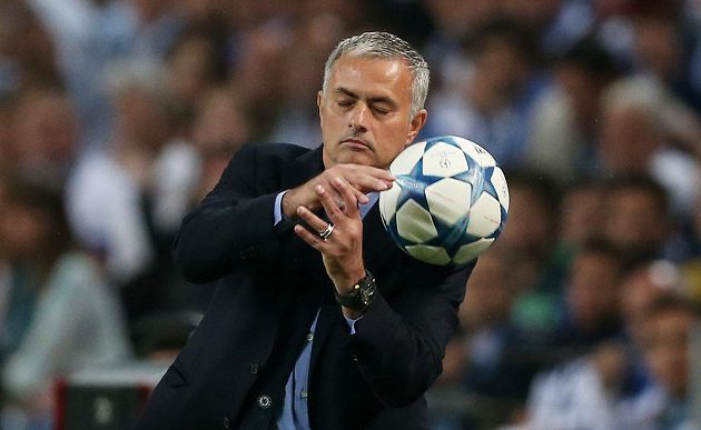 Josému Mourinhovi návrat na Estádio do Dragao zhořkl.