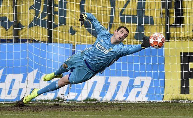 Brankář Zlína Matej Rakovan inkasuje gól.