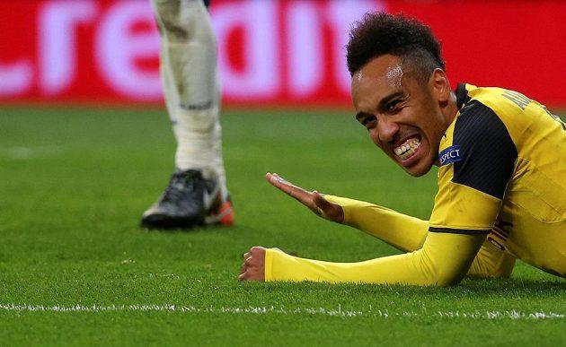 Dortmundský Pierre-Emerick Aubameyang v duelu s Realem Madrid.