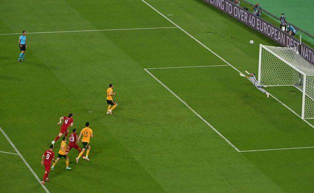 Velšan Gareth Bale neproměnil penaltu proti Turkům, pálil vysoko nad.