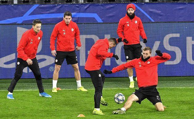 Fotbalisté Slavie trénují před úterním zápasem fotbalové Ligy mistrů v Dortmundu.
