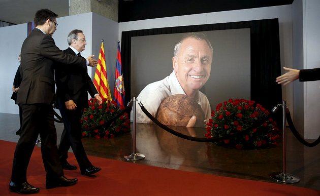 Prezident Barcelony Josep Maria Bartomeu (vlevo) a jeho protějšek Florentino Pérez z Realu Madrid.