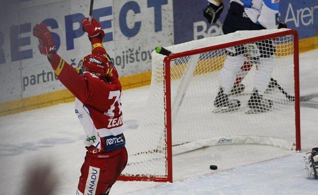 Slávista Lukáš Žejdl se raduje z gólu proti Plzni.