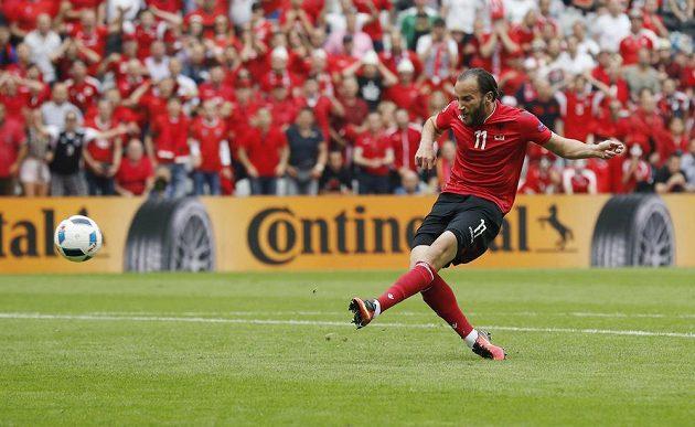 Albánský útočník Shkelzen Gashi v největší šanci ve druhém poločase neuspěl.