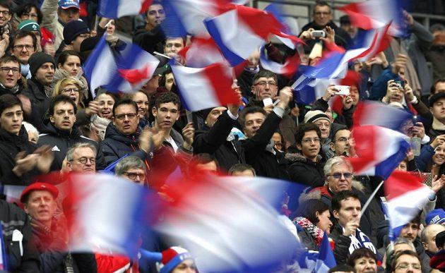 Stade de France nedáme! Fanoušci Francie během utkání s Irskem.