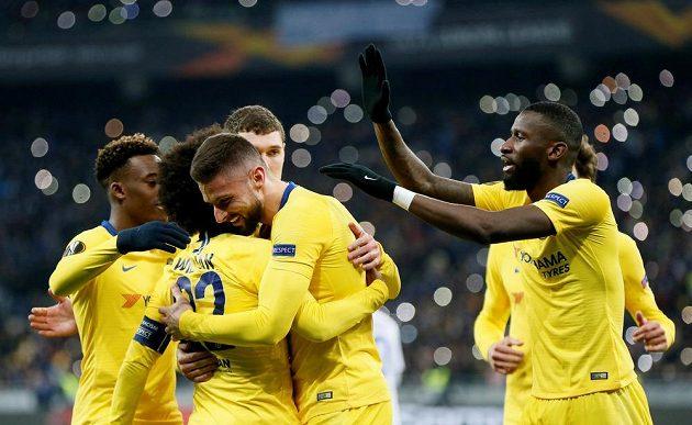 Fotbalisté Chelsea se radují z branky