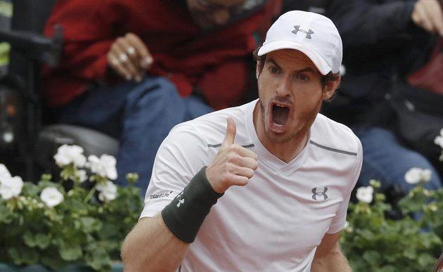 Britský tenista Andy Murray během finálového duelu French Open s Novakem Djokovičem.