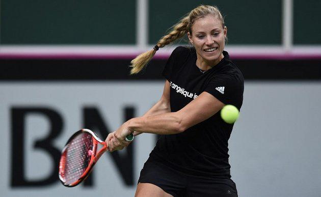 Německá tenistka Angelique Kerberová během tréniku v pražské O2 Areně.