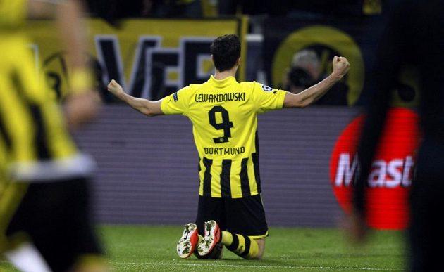 Útočník Borussie Dortmund Robert Lewandowski se raduje z gólu, který vstřelil do sítě Málagy.