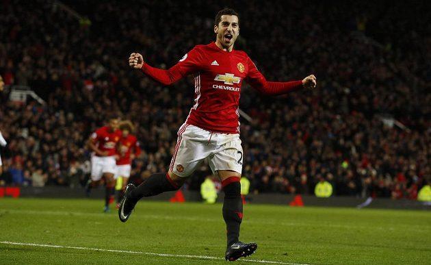 Záložník Manchesteru United Henrik Mchitarjan se raduje z gólu proti Sunderlandu.