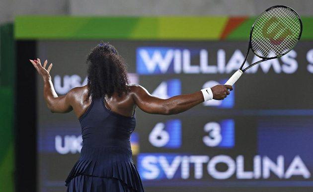 Rozčilená Serena Williamsová během zápasu s Ukrajinkou Svitolinovou.