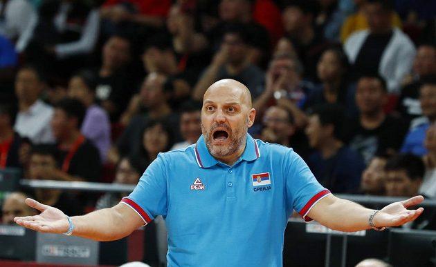 Nespokojený srbský kouč Saša Djordjevič během úvodní půle utkání o 5. místo na MS.