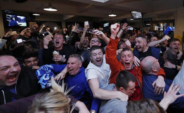V hospodách v Leicesteru nastala pořádná vřava. Lišky mají po utkání Chelsea - Tottenhmam titul.