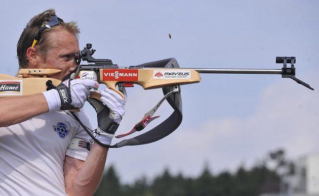 Biatlonista Ondřej Moravec má stále přesnou mušku.