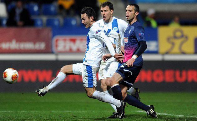Liberecký záložník Sergej Rybalka snižuje na 1:2 v utkání Evropské ligy proti Freiburgu.