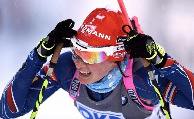Veronika Vítková po doběhu stíhacího závodu SP v biatlonu ve Vysočina Areně v Novém Městě na Moravě.