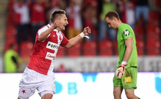 Útočník Slavie Praha Milan Škoda oslavuje svůj druhý gól během utkání s Libercem.
