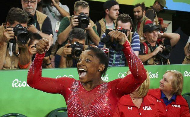 Američanka Simone Bilesová vyhrála v Riu třetí zlatou medaili.