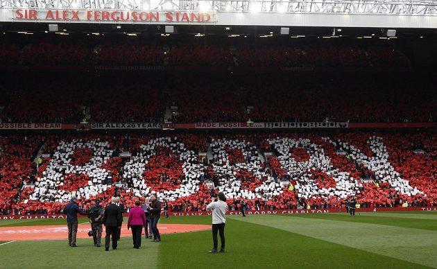 Sir Bobby Charlton se dočkal velkého chorea.