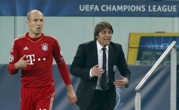 Na Bayern jsme neměli, přiznal trenér Juventusu Antonio Conte. Vlevo Arjen Roben.