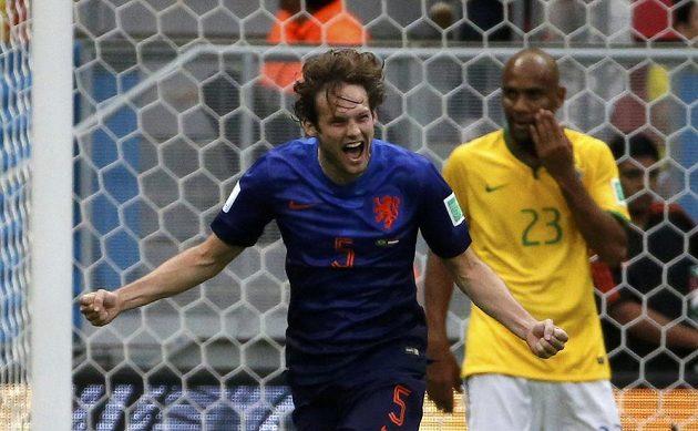 Radost Nizozemce Daleye Blinda po vstřeleném gólu Brazílii.