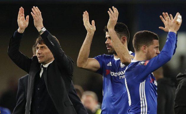 Manažer Chelsea Antonio Conte slaví se svými svěřenci postup do semifinále Anglického poháru. Blues vyhráli nad Manchesterem United.