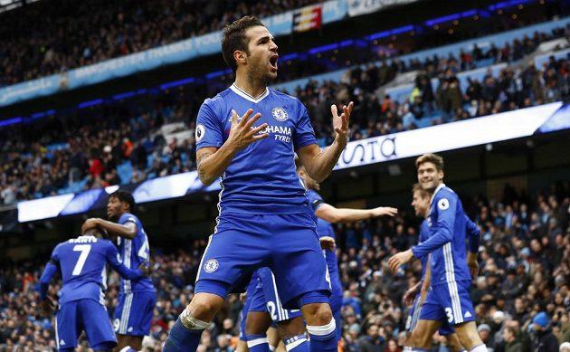 Cesc Fábregas z Cheslea se raduje po gólu proti Sunderlandu.