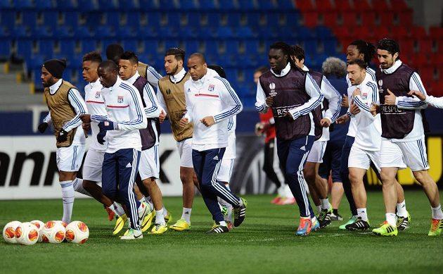 Fotbalisté Lyonu během předzápasového tréninku před odvetným utkáním osmifinále Evropské ligy s Plzní.