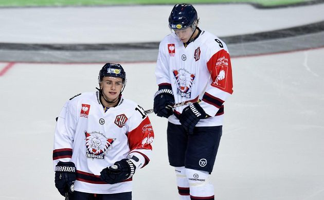 Jakub Vrána (vlevo) během osmifinále LM v dresu Linköpingu na ledě Sparty.