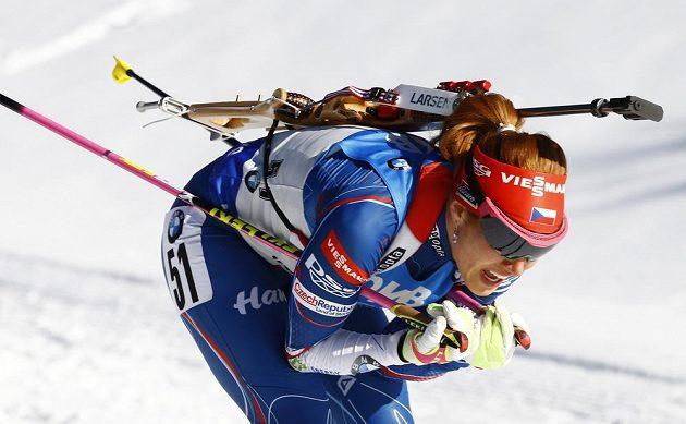 Gabriela Koukalová během vytrvalostního závodu na MS v Hochfilzenu.