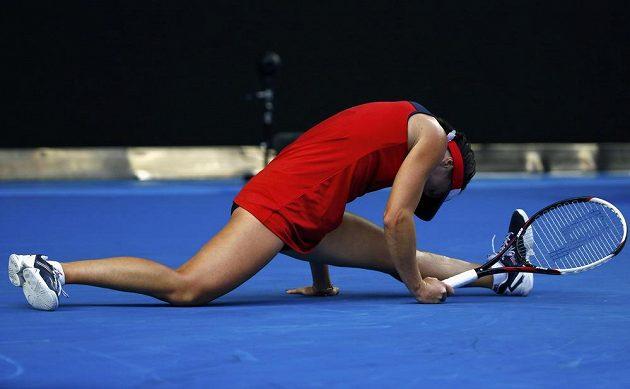 Jelena Jankovičová předvedla mnoho gymnastických prvků v zápase proti Světlaně Kuzněcovové.