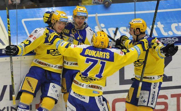 Zlínští hokejisté (zleva) Robert Říčka, Ondřej Veselý, Roberts Bukarts a Petr Holík se radují z gólu proti Brnu.