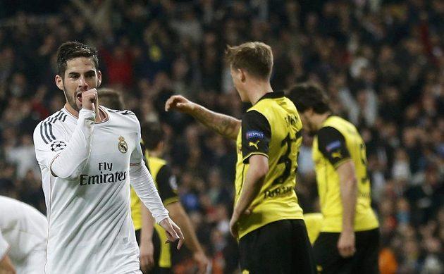Španělský záložník Isco slaví druhý gól Realu Madrid ve čtvrtfinále Ligy mistrů proti Dortmundu.