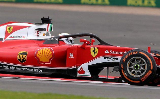 Sebastian Vettel při testech v Silverstonu.