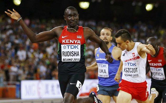 Keňan David Lekuta Rudisha ve finále půlky v Pekingu odrazil atak všech soupeřů.