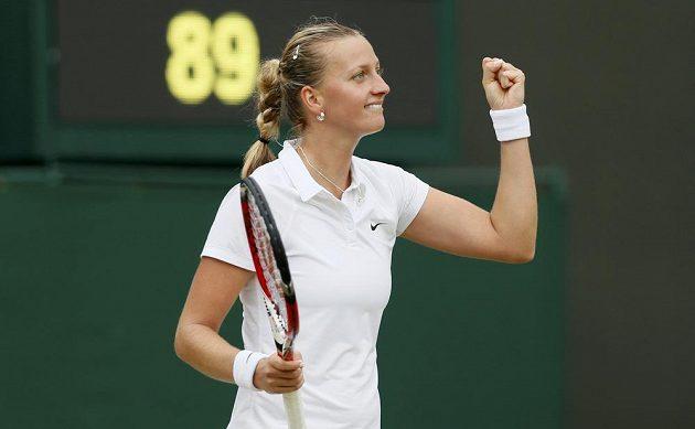 Petra Kvitová může jásat, porazila Číňanku Pcheng Šuaj a je ve čtvrtfinále Wimbledonu.