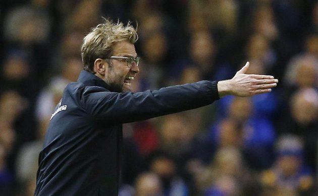 Kouč Liverpoolu Jürgen Klopp zuřivě řídí své svěřence při duelu s Leicesterem.