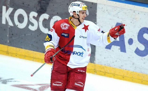 Slávistický útočník Jiří Doležal slaví gól proti Karlovým Varům.