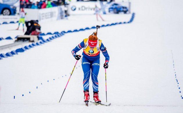 Gabriela Soukalová dojíždí do cíle vytrvalostního závodu na MS v Oslu.
