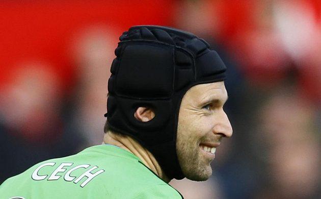 Brankář Arsenalu Petr Čech během zápasu s Manchesterem United.