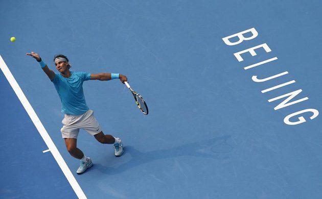 Španěl Nadal se po skreči Berdycha v semifinále pekingského turnaje posunul po více než dvou letech do čela pořadí ATP.