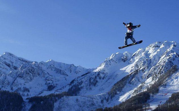 Japonský snowboardista Yuki Kadono při tréninku na slopestyle na ZOH v Soči.