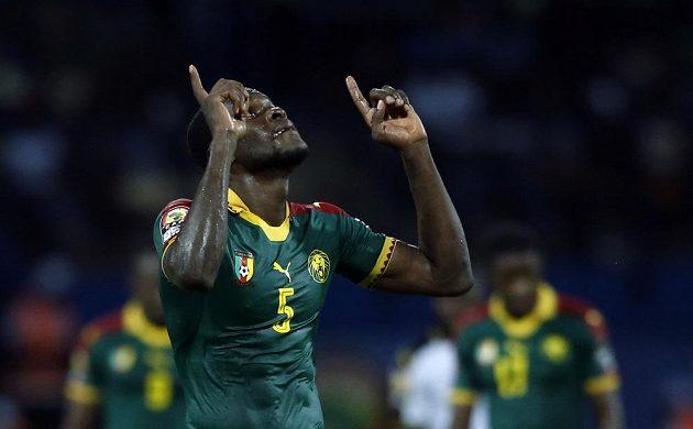Kamerunec Michael Ngadeu-Ngadjui po gólu proti Ghaně.
