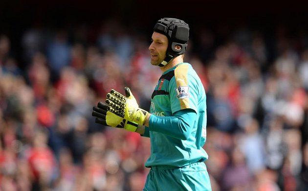 Brankář Arsenalu Petr Čech v zápase proti Stoke City.
