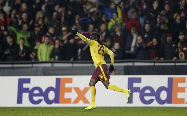 Sparťan Costa Nhamoinesu jásá, dal vedoucí gól proti Southamptonu.