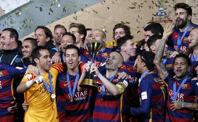 Barcelonští fotbalisté ovládli MS klubů a slaví již třetí mezikontinentální trofej.