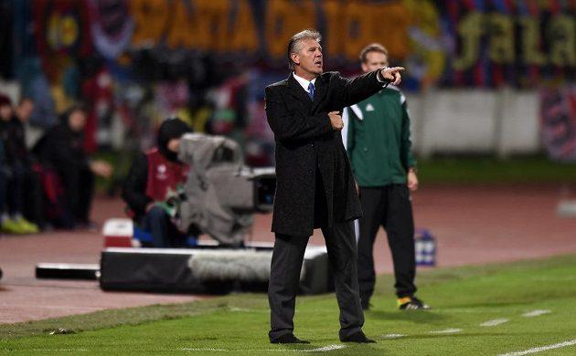 Trenér Slovanu Bratislava Jozef Chovanec během utkání základní skupiny Evropské ligy proti Spartě.
