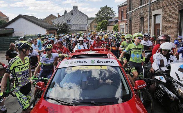 Vedení Tour de France závod na několik minut pozastavilo. To se nelíbilo mnohým cyklistům.